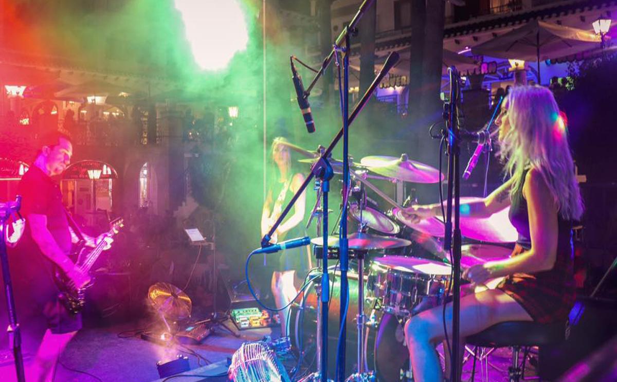 Villamartin Plaza 2020 Live music final night